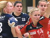 Eileen Volkmann (am Ball) kam im Spiel gegen Buxtehude II nicht wirklich in Fahrt. Sie erzielte lediglich zwei Treffer. Foto: wes